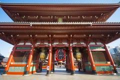 Asakusa, Japonia -, Luty 20, 2016: Gigantyczny czerwony lampion Kamin Obraz Stock