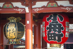 Asakusa, Japonia -, Luty 20, 2016: Gigantyczny czerwony lampion Kamin Obrazy Royalty Free