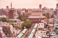 Asakusa tempelsikt överst för den japan för byggnader för lägenhetarkitekturbyggnad towers det konkreta glass höga tokyo för stål Royaltyfri Fotografi