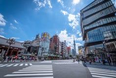 Asakusa Tokyo, Japan - Juni 19, 2018: Tokyo skytree och turist Arkivbilder