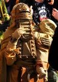 Asaltante entrenado para la lucha cuerpo a cuerpo de Tusken (gente de la arena) en Star Wars Imágenes de archivo libres de regalías