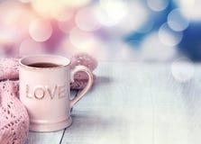 Asalte en fondo de madera del día de fiesta del día del ` s de la tarjeta del día de San Valentín de la tabla Imágenes de archivo libres de regalías