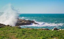 Asalte en la costa de Polignano una yegua Foto de archivo libre de regalías