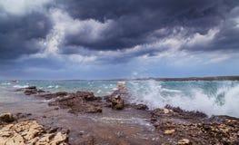Asalte sobre el mar adriático, con el cloudscape dramático hermoso Fotos de archivo libres de regalías