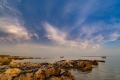 Asalte sobre el mar adriático, con el cloudscape dramático hermoso Foto de archivo libre de regalías