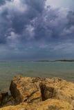 Asalte sobre el mar adriático, con el cloudscape dramático hermoso Imágenes de archivo libres de regalías