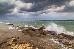 Asalte sobre el mar adriático, con el cloudscape dramático hermoso Imagen de archivo