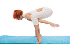 Asana di pratica di yoga della bella donna Immagini Stock