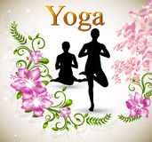 Asana-Yogalage mit rosa Orchidee Stockbild