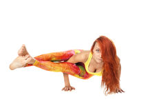 Asanas d'esecuzione di yoga della ragazza fotografia stock