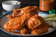 Asas de frango fritas fotografia de stock