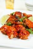 Asas de galinha assadas asiáticas Imagens de Stock