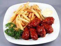 Asas de galinha com fritadas Fotografia de Stock