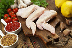 Asas de galinha cruas Foto de Stock