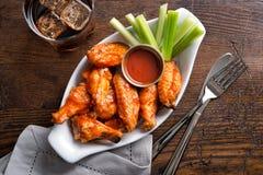 Asas de galinha do estilo do bar imagens de stock royalty free
