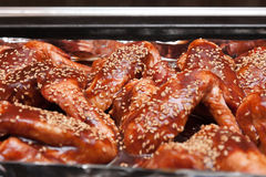Asas de galinha doces e ácidas Fotos de Stock