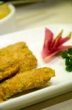Asas de galinha fritada com yolk foto de stock royalty free