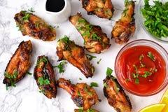 Asas de galinha no molho alaranjado cozido Imagem de Stock Royalty Free