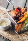 Asas de galinha quentes e picantes do estilo do búfalo Fotos de Stock