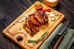 Asas de galinha Roasted com ervas imagens de stock