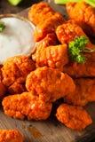 Asas de galinha sem ossos quentes e picantes do búfalo Fotografia de Stock