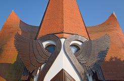 Asas do anjo da igreja luterana de Siofok, Hungria foto de stock royalty free