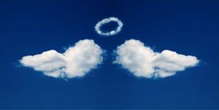Asas e nimbus do anjo dados forma das nuvens Foto de Stock Royalty Free