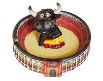 Asbakje in de vorm van arena met stier Stock Fotografie