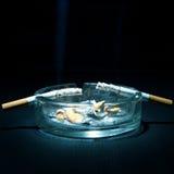 Asbakje en Twee Sigaretten Royalty-vrije Stock Afbeeldingen