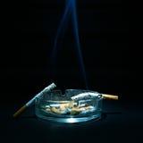 Asbakje en Twee Sigaretten Royalty-vrije Stock Afbeelding