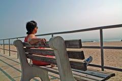 Asbury parkerar strandpromenaden som är ny - ärmlös tröja USA royaltyfri bild