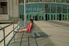 Asbury parkerar strandstrandpromenaden som är ny - ärmlös tröja USA royaltyfri fotografi