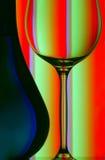 Ascendente cercano de la botella y del vidrio de vino Fotografía de archivo libre de regalías