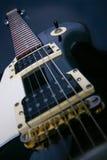 Ascendente cercano de la guitarra imagen de archivo libre de regalías