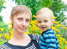 Ascendente cercano de la madre y del hijo Imagen de archivo libre de regalías