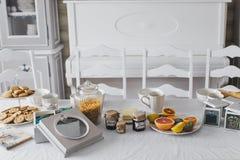 Ascendente cercano de la mesa de desayuno Fotos de archivo libres de regalías