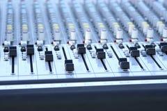Ascendente cercano de mezcla audio de la consola Imagen de archivo