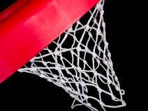 Ascendente cercano del borde y de la red del baloncesto Foto de archivo libre de regalías