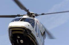 Ascendente cercano del helicóptero fotos de archivo
