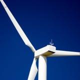Ascendente cercano del molino de viento fotografía de archivo