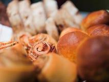 Ascendente cercano del pan y de los pasteles del queso de la nuez Foto de archivo libre de regalías
