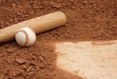 Ascendente próximo do basebol & do bastão Fotografia de Stock
