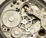 Ascendente próximo do maquinismo de relojoaria fotografia de stock royalty free