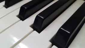 Ascendente próximo do piano Fotos de Stock Royalty Free