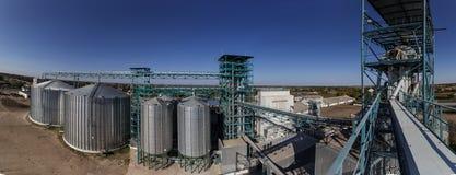 Ascenseur contre le ciel bleu photographie stock libre de droits