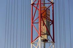 Ascenseur d'ascenseur sur la tour Liblice, République Tchèque d'émetteur radioélectrique Photos libres de droits