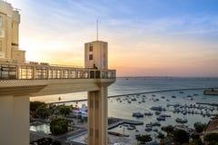 Ascenseur d'Elevador Lacerda Lacerda au coucher du soleil - Salvador, Bahia, Brésil photographie stock libre de droits