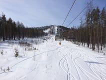 Ascenseur d'itinéraire les pentes de ski Photographie stock