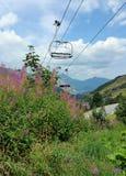 Ascenseur de chaise en montagnes Image libre de droits
