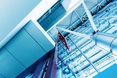 Ascenseur futuriste dans la construction moderne à la porcelaine de Changhaï Image stock